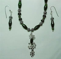 wire sculpted knot and jade set